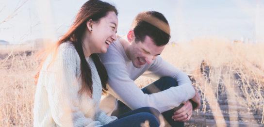 笑っているカップル、幸せ、結婚