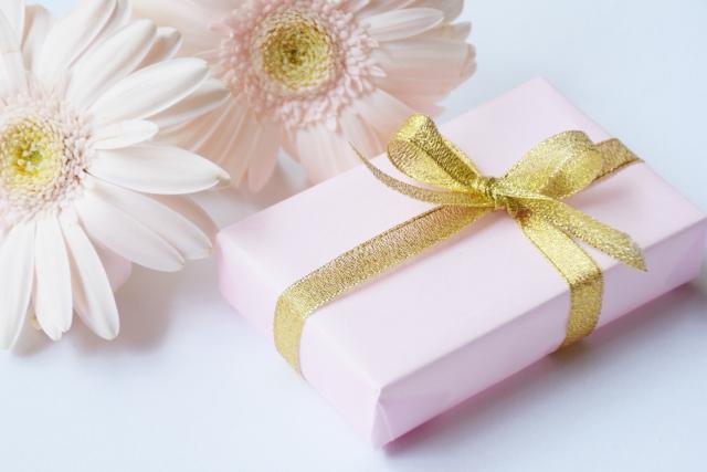 プレゼントとガーベラ