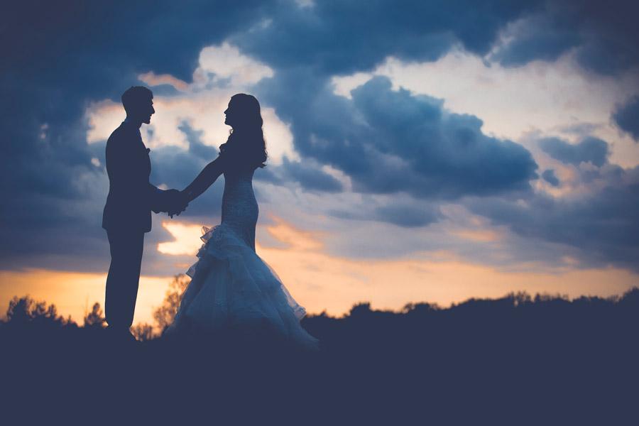 結婚式当日の男女