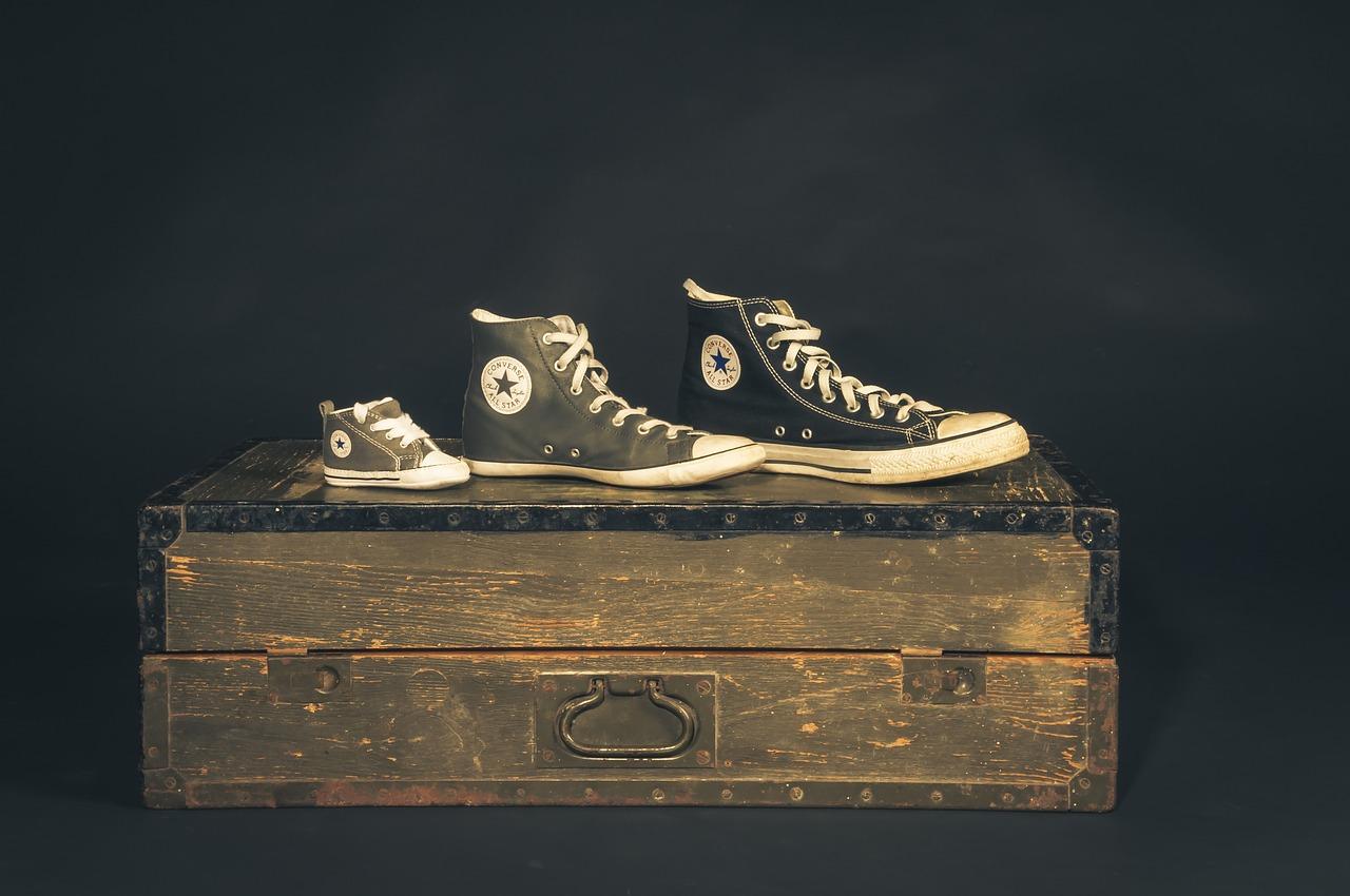 大小異なる靴