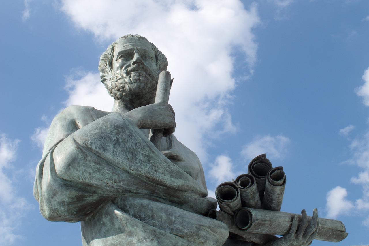 偉人の石像