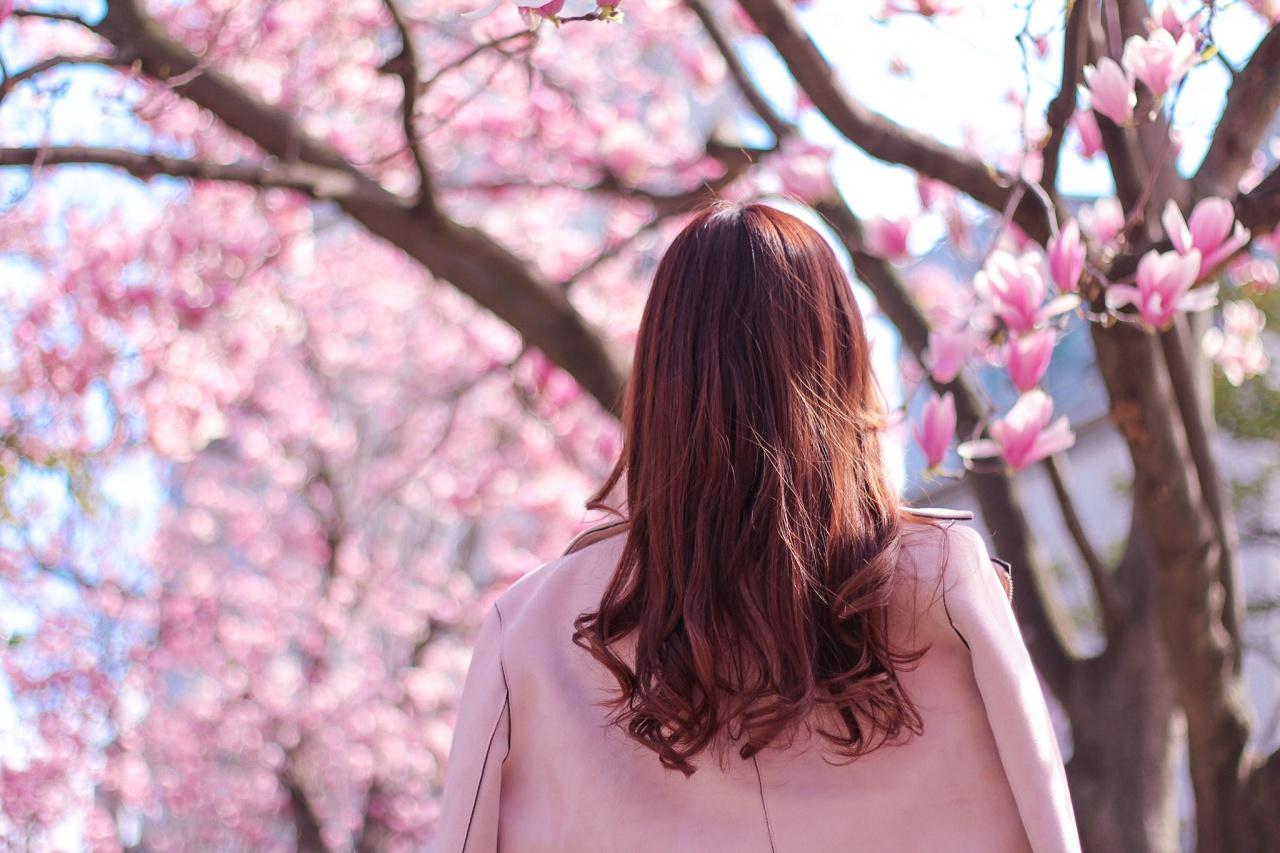 春を目の前にする女性